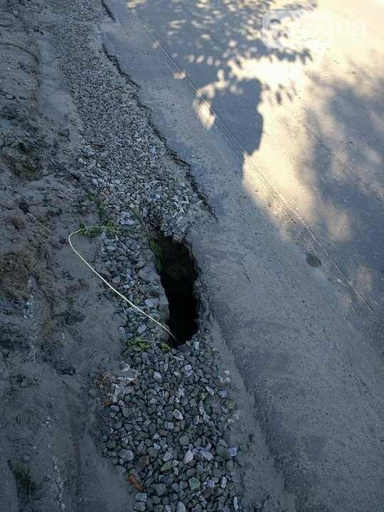 В райцентре Херсонщины после ливня проваливается дорога, фото-2
