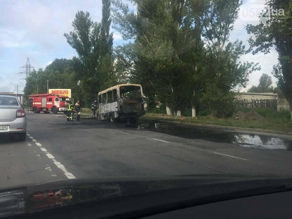 В Херсоне сгорела маршрутка (фото), фото-1