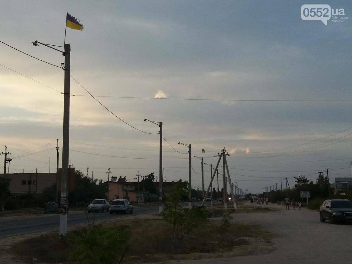 На границе Херсонщины и Крыма государственные флаги в плачевном состоянии, фото-1