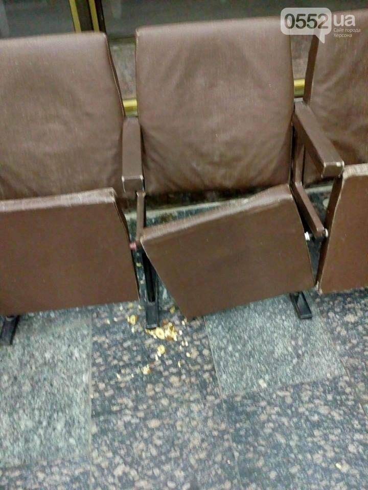 """""""Комфортом"""" и """"чистотой"""" встречает гостей города херсонский аэропорт (фото), фото-1"""