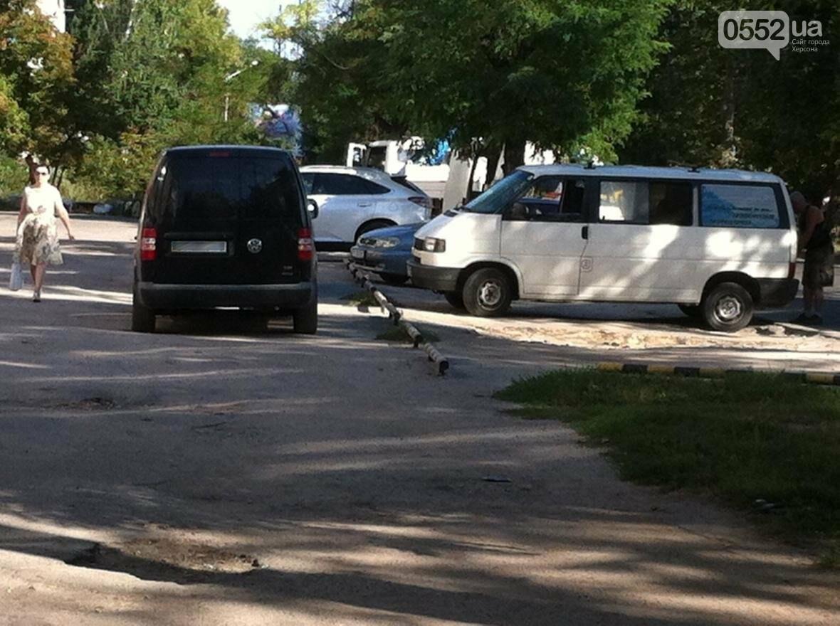 Херсонцы жалуются на стихийные парковки, фото-2