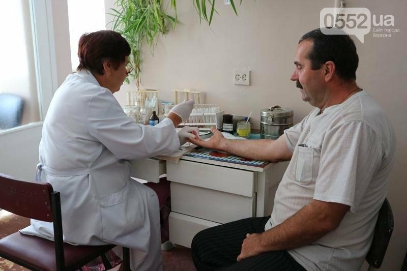 Фахівці Херсонського обласного онкологічного диспансеру провели виїзний прийом насалення, фото-3