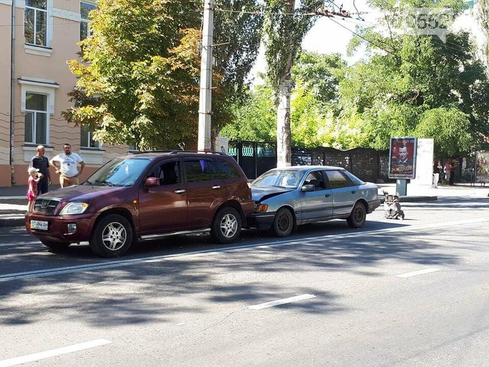 В центре Херсона случилось ДТП (фото), фото-1