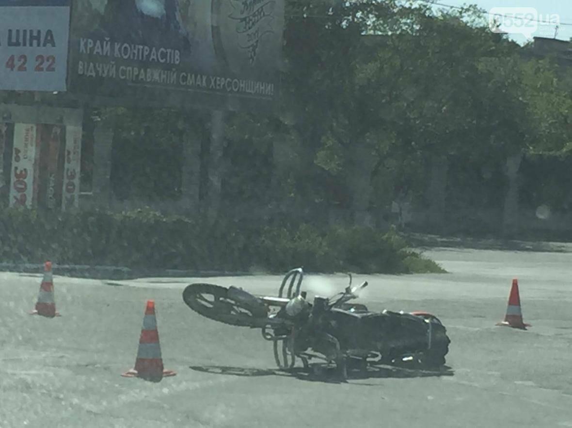 В Херсоне ДТП с мотоциклистом, фото-2