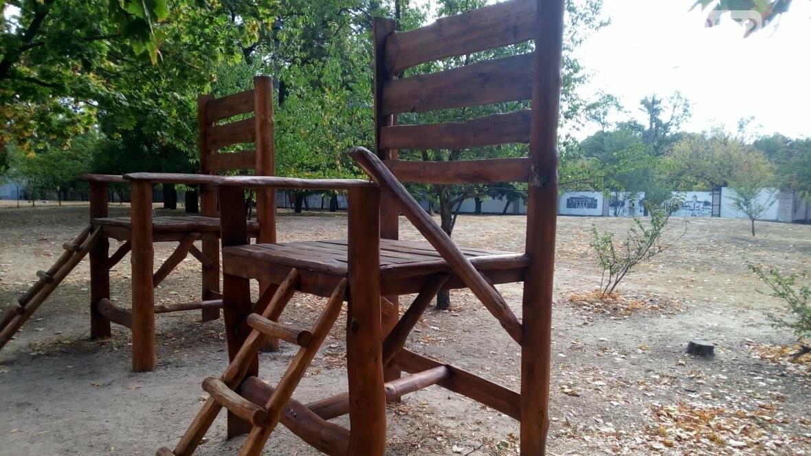 """В парке """"Херсонская крепость"""" поработали вандалы, фото-1"""