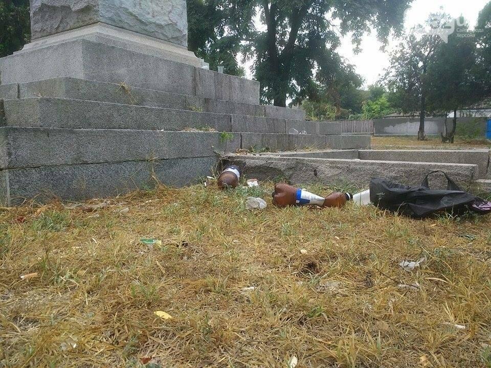 Жители райцентра Херсонщины возмущены досугом молодежи, фото-2