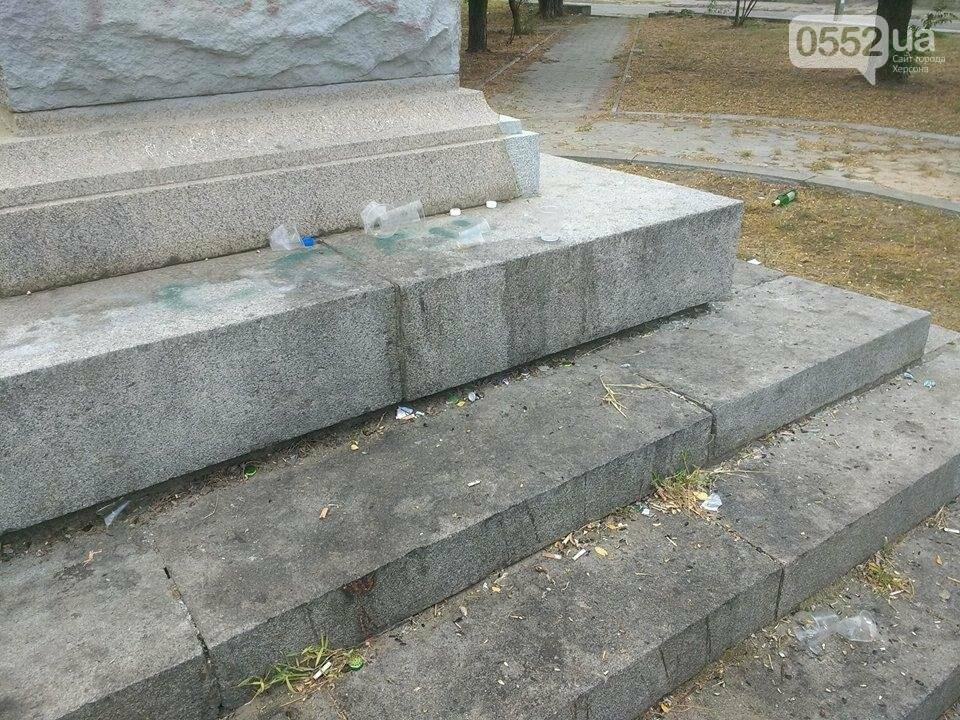 Жители райцентра Херсонщины возмущены досугом молодежи, фото-4