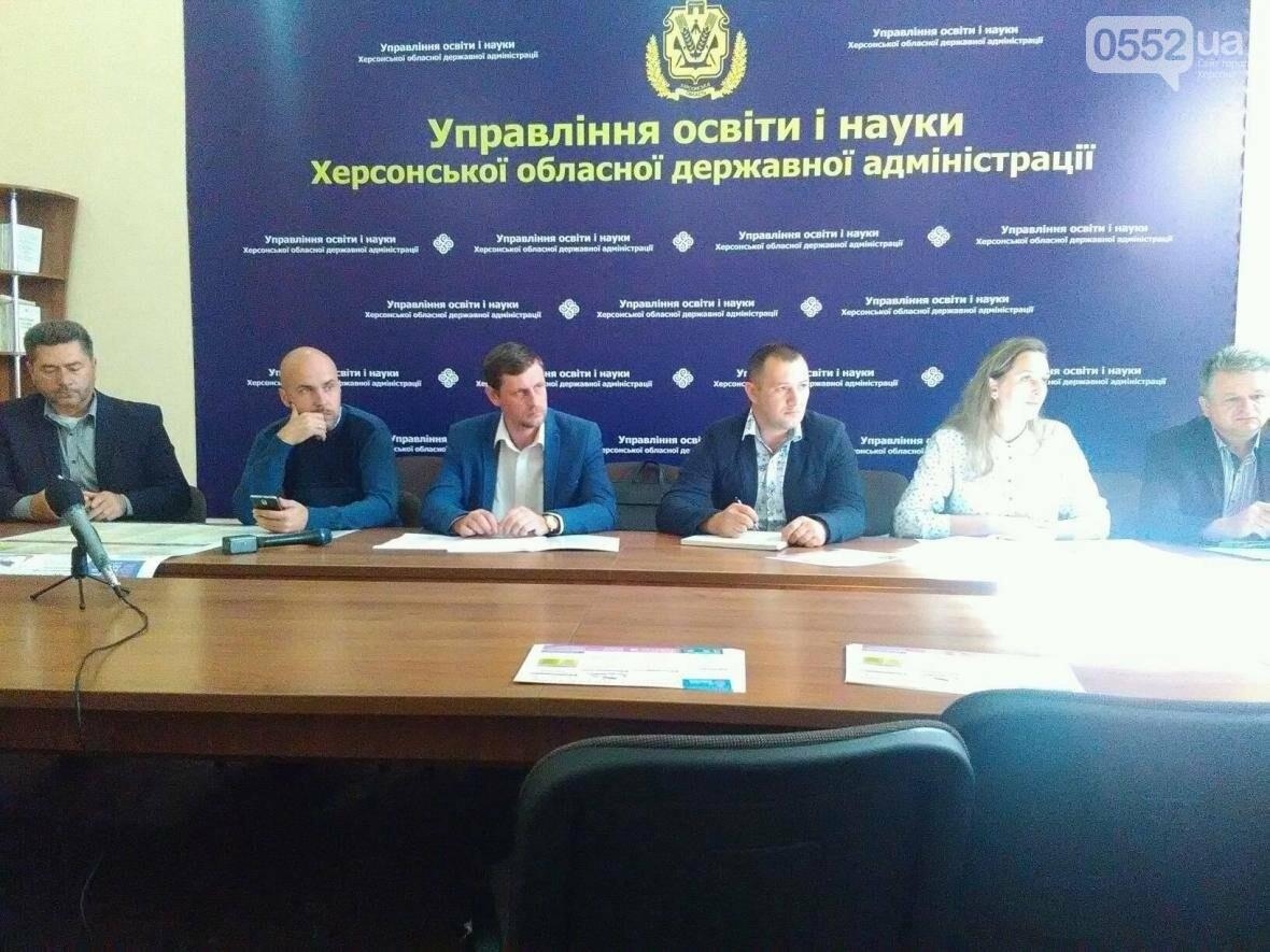 «В университетах Херсона учатся 17% выпускников крымских школ», - Криницкий, фото-1