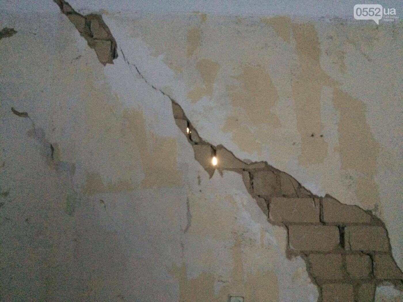 В Херсоне глава ОГА встретился с жильцами аварийного дома, фото-5