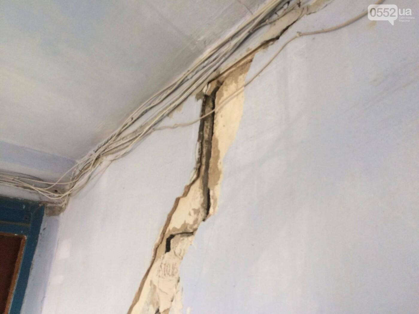 В Херсоне глава ОГА встретился с жильцами аварийного дома, фото-1