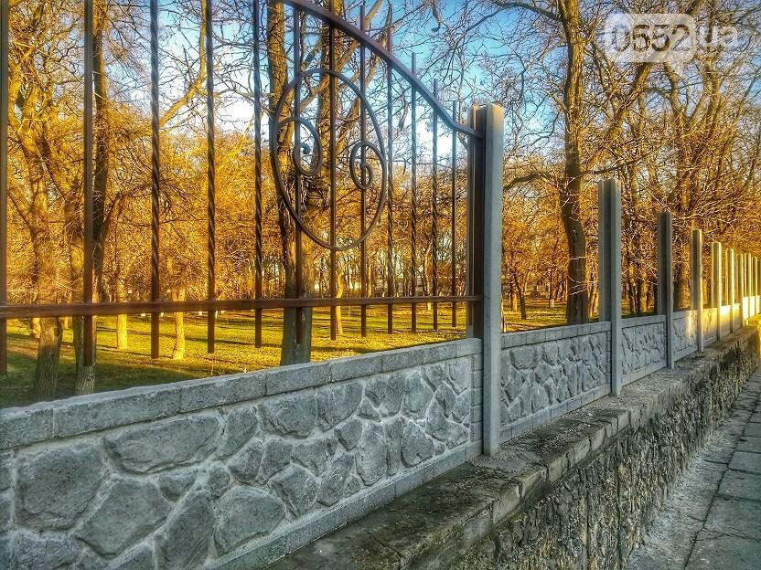 Территорию Херсонского государственного университета огородили новым забором (фото), фото-1