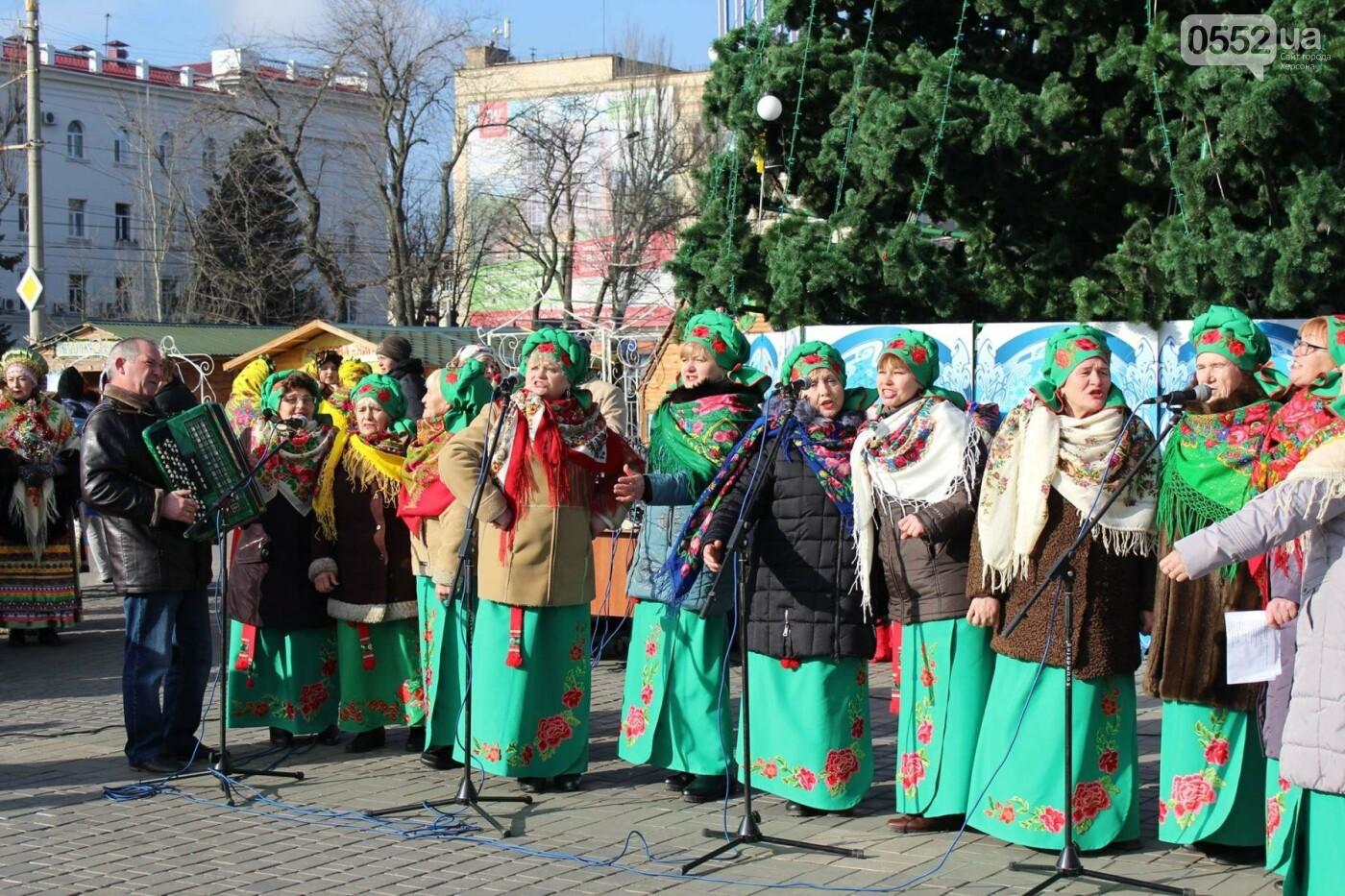 У главной ёлки города херсонцам подарили праздничное настроение, фото-2