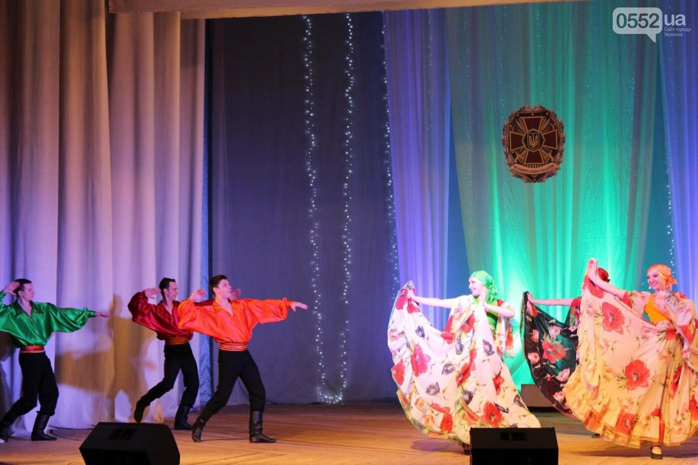 В Херсоне выступил Академический ансамбль песни и танца НГУ, фото-3
