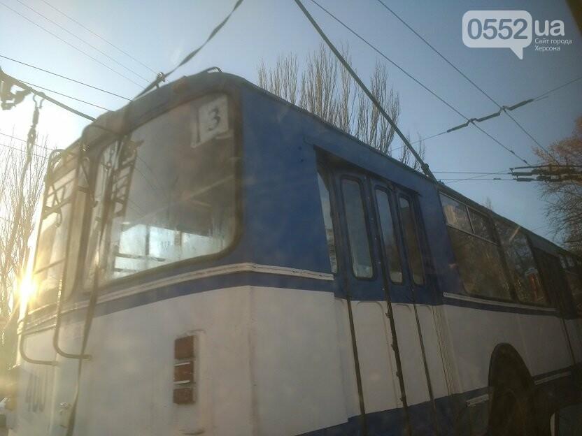 В Херсоне задымился очередной троллейбус, фото-1