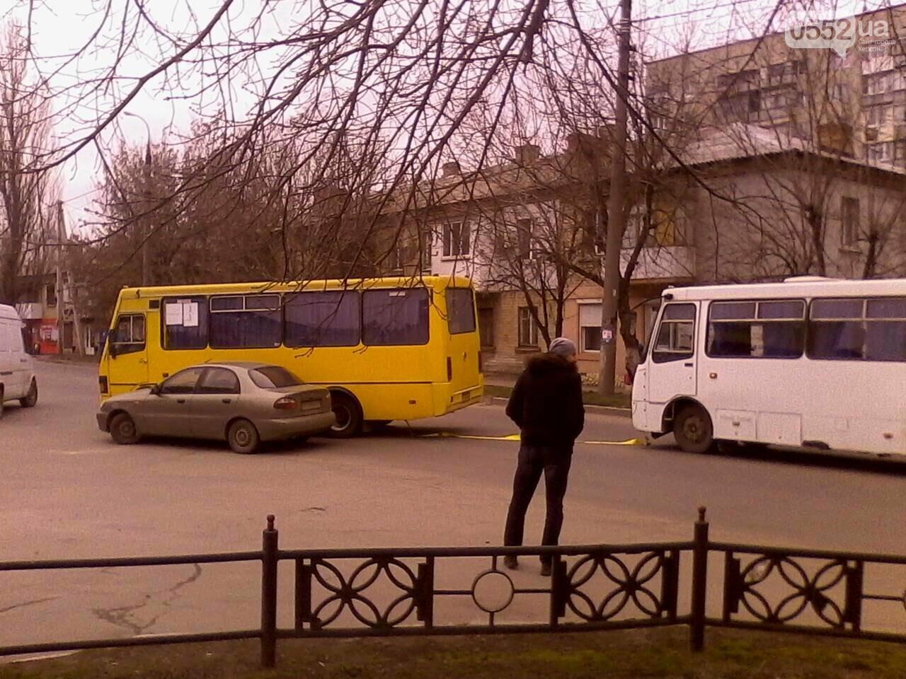 В Херсоне произошло ДТП с участием маршрутки (фото), фото-2