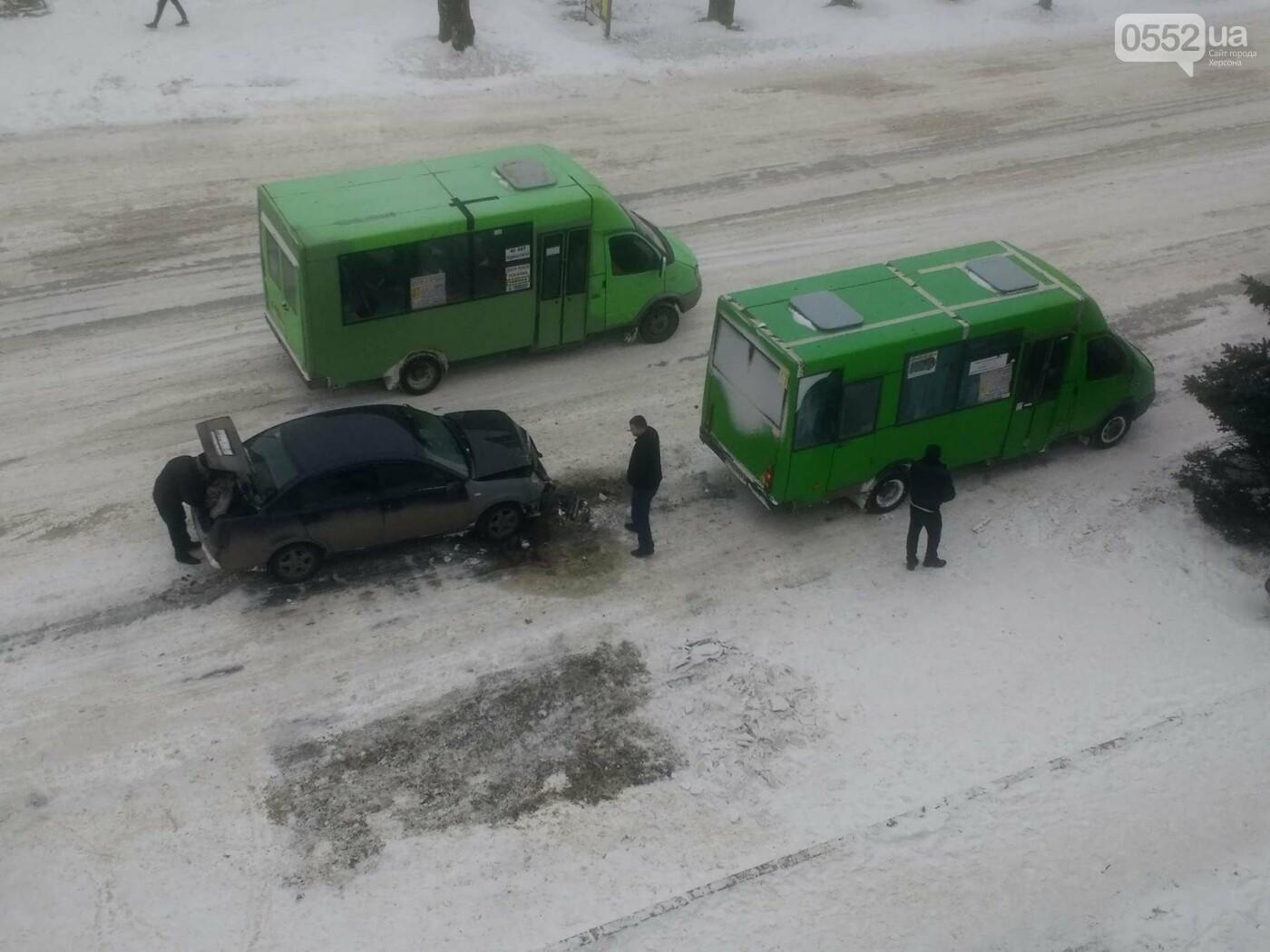 В Херсоне маршрутка попала в ДТП (фото), фото-1