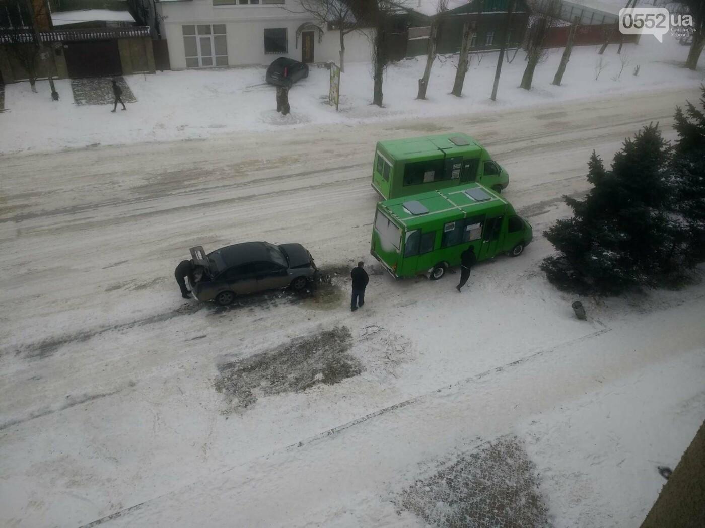 В Херсоне маршрутка попала в ДТП (фото), фото-2