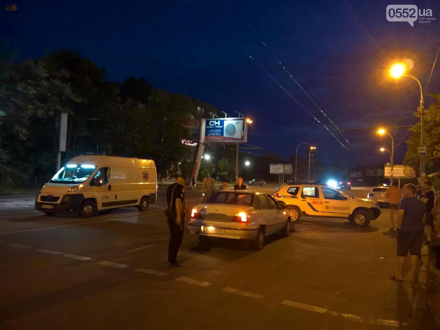 У Херсоні на пішохідному переході збили дівчину, фото-2