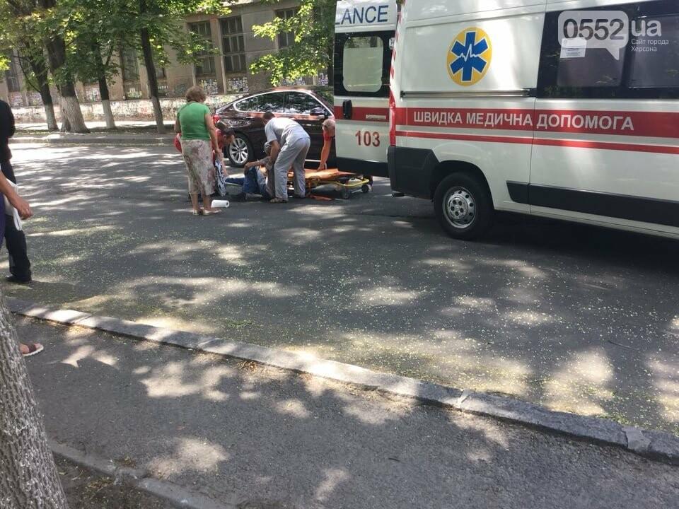 Только что в центре Херсона иномарка сбила пешехода
