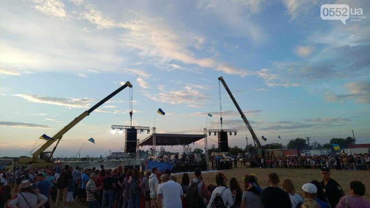 Херсонщина: Бумбокс проводит концерт на границе с Крымом (фото), фото-1