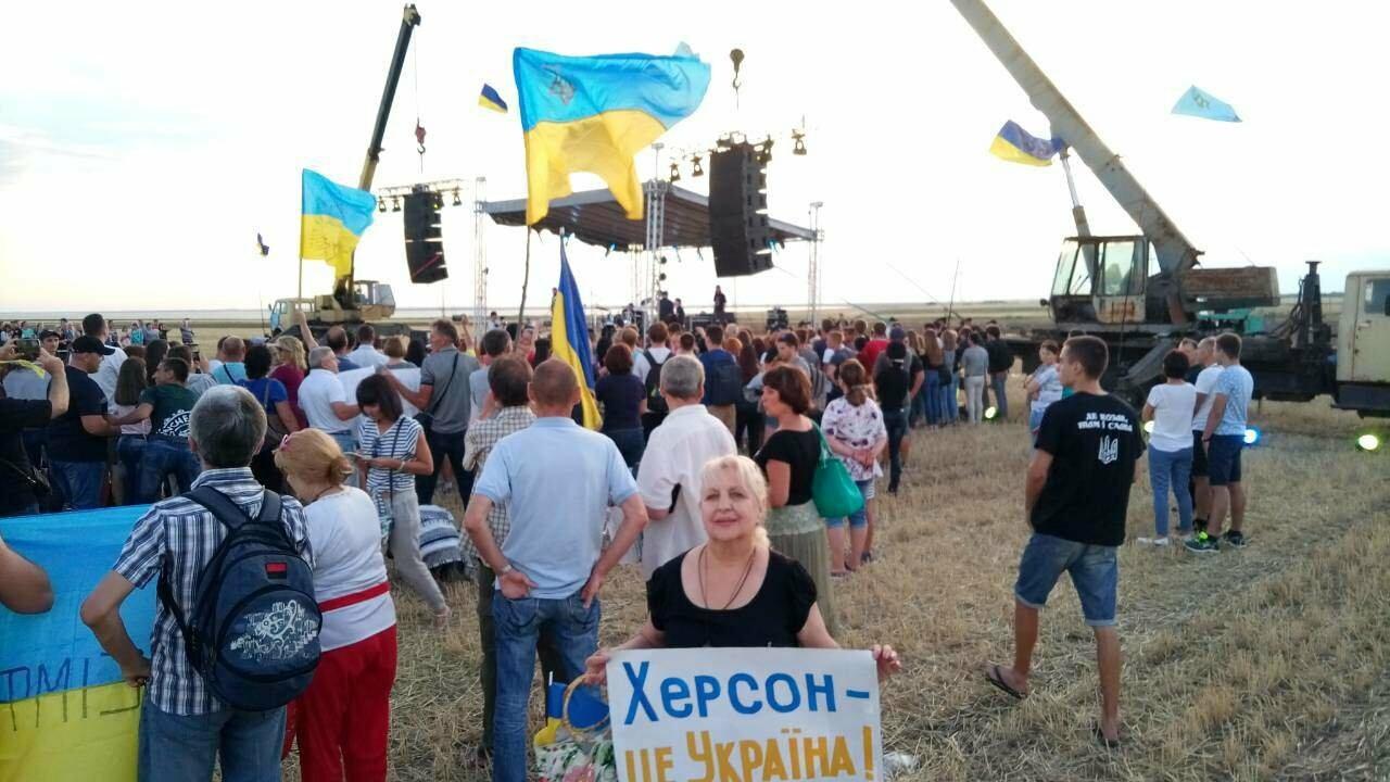 Херсонщина: Бумбокс проводит концерт на границе с Крымом (фото), фото-2