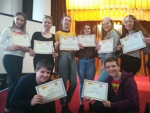 Школьница из Херсона победила в номинации «Лучшая главная женская роль» на конкурсе, фото-2