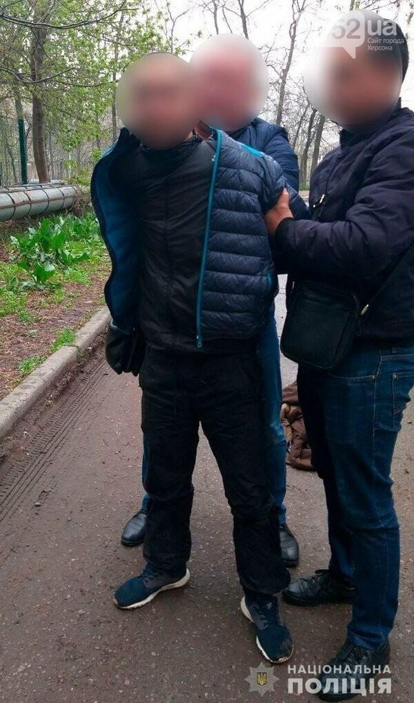 В Херсоне продавщица помогла задержать вооруженного серийного грабителя , фото-1