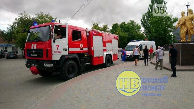 В курортном Геническе эвакуировали 800 человек и 75 автомобилей: ищут бомбу, фото-3