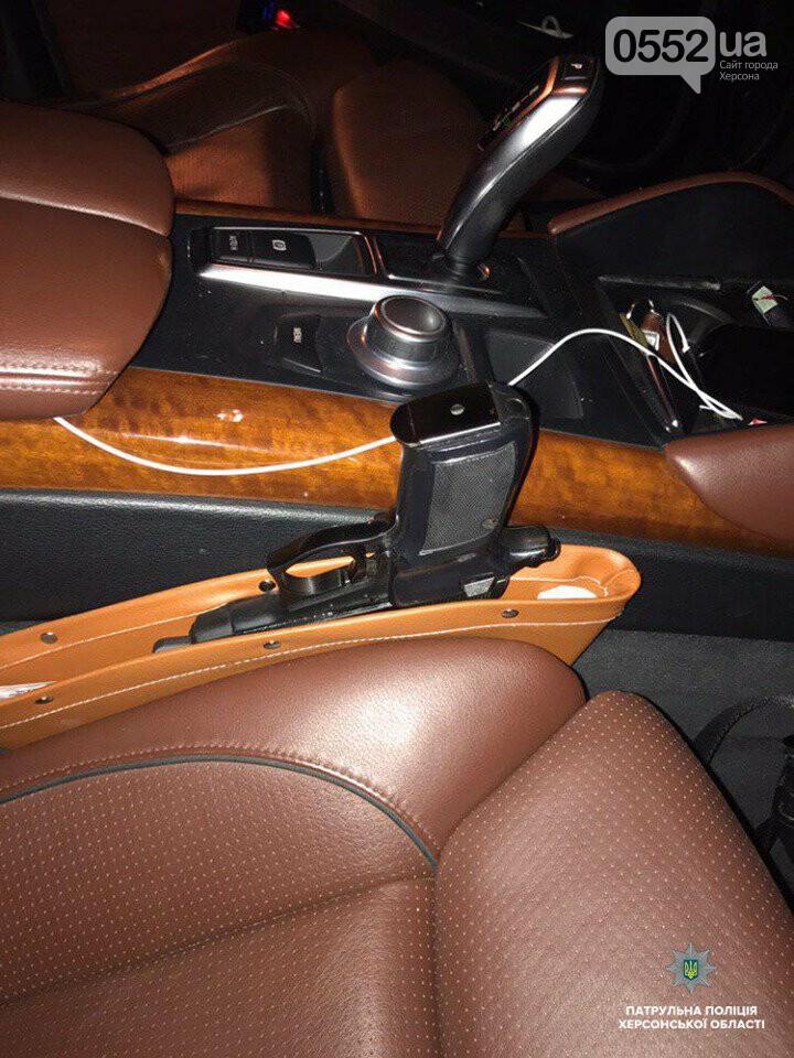 Погоня со стрельбой в Херсоне: буйный водитель BMW X6 пытался сбежать от полиции, фото-1