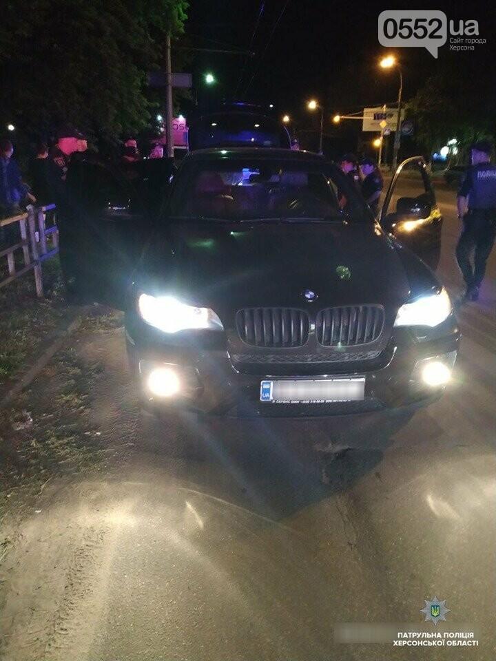 Погоня со стрельбой в Херсоне: буйный водитель BMW X6 пытался сбежать от полиции, фото-2