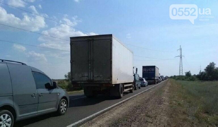 В День Конституции под Херсоном гигантские «пробки» из-за туристов, едущих на Черное море, фото-1