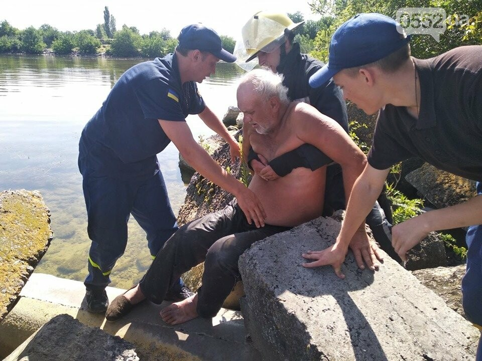 На Херсонщине спасли от смерти рыбака, которого придавило камнем, фото-1