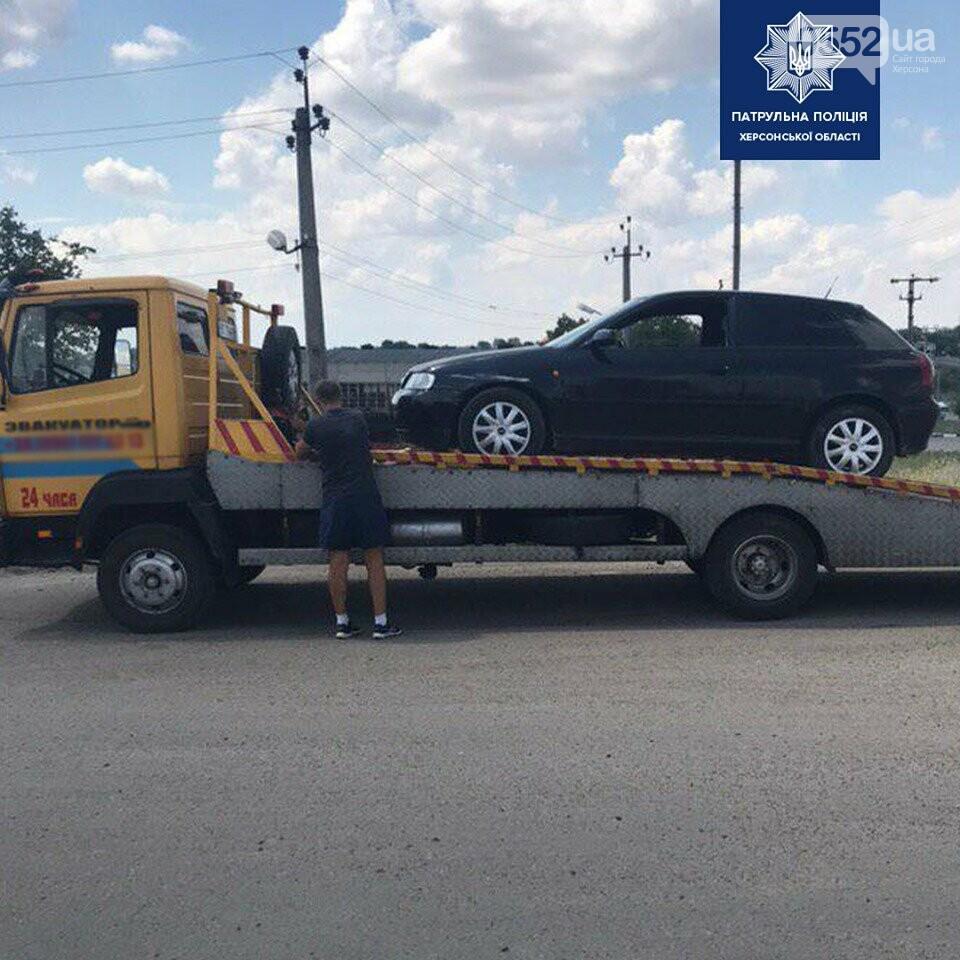 Херсонский наркоман шокировал водителей на трассе: неадекватный хулиган заснул за рулем , фото-2