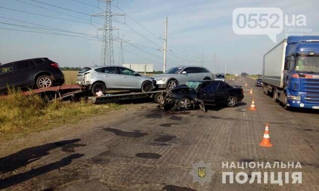 Страшное ДТП под Херсоном: машина врезалась в эвакуатор, мать и дети выжили чудом, фото-1