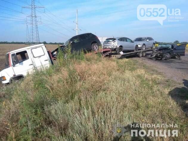 Страшное ДТП под Херсоном: машина врезалась в эвакуатор, мать и дети выжили чудом, фото-2