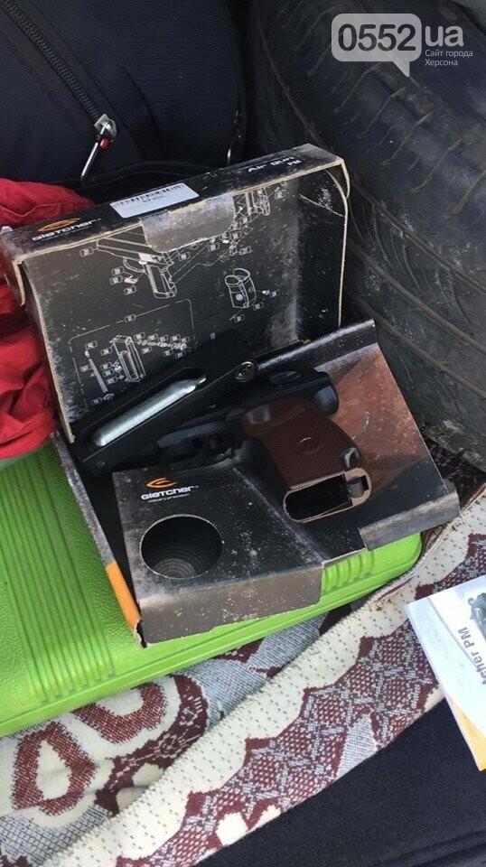 На Херсонщине задержали вооруженного одессита на «Лексусе», который ехал в Крым на отдых , фото-2