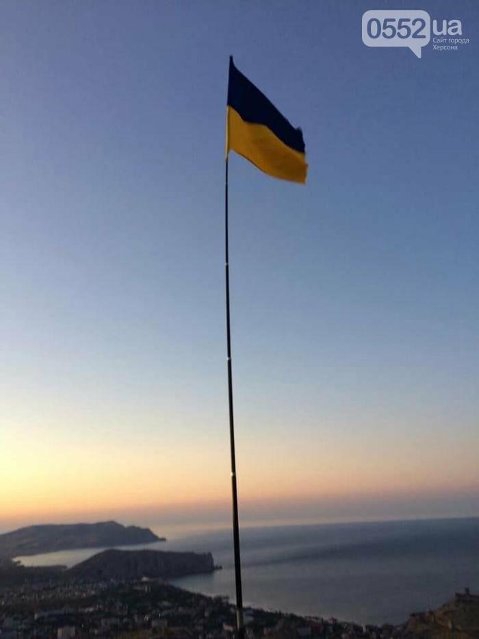 В Крыму подняли флаг Украины: сообщает советник главы Херсонской ОГА Богдан Ковалев (ВИДЕО), фото-1