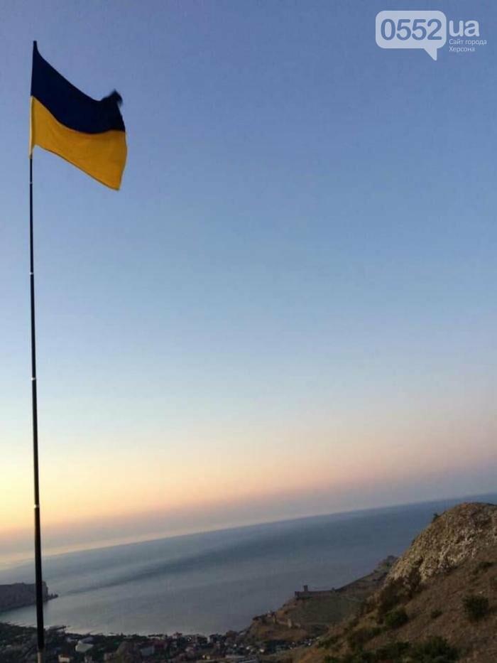 В Крыму подняли флаг Украины: сообщает советник главы Херсонской ОГА Богдан Ковалев (ВИДЕО), фото-3