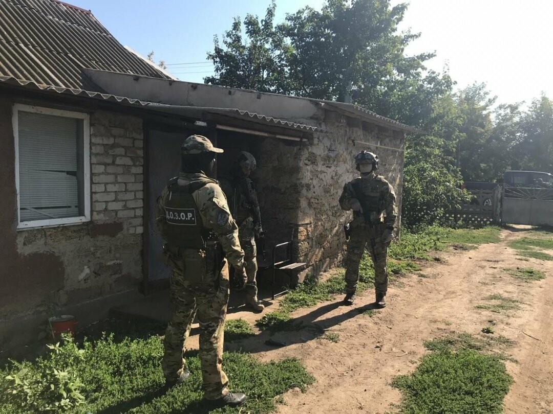 На Херсонщине обезвредили банду, грабившую перевозчиков в Крым , фото-2