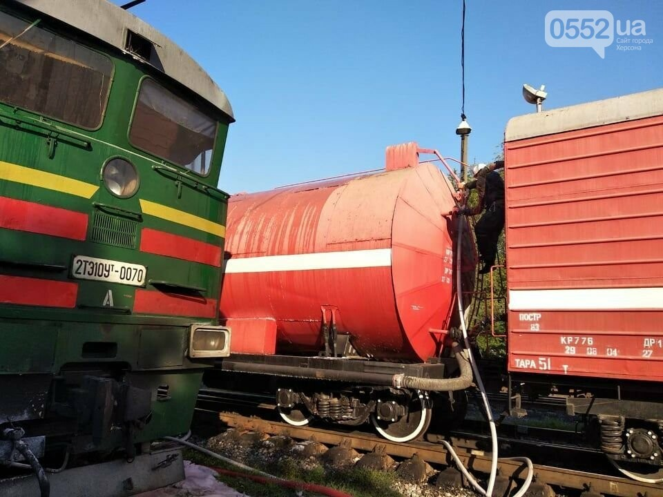 Загорелся локомотив поезда Херсон-Киев: перепуганные люди в шоке прыгали из окон (ВИДЕО), фото-3