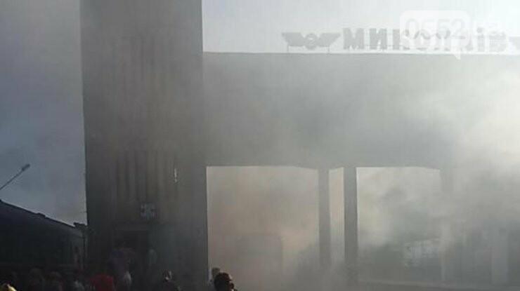 Загорелся локомотив поезда Херсон-Киев: перепуганные люди в шоке прыгали из окон (ВИДЕО), фото-4
