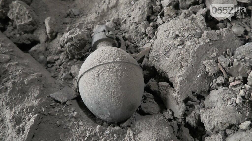 В центре Херсона могло рвануть в любой момент: в стене дома пряталась ручная граната, фото-2