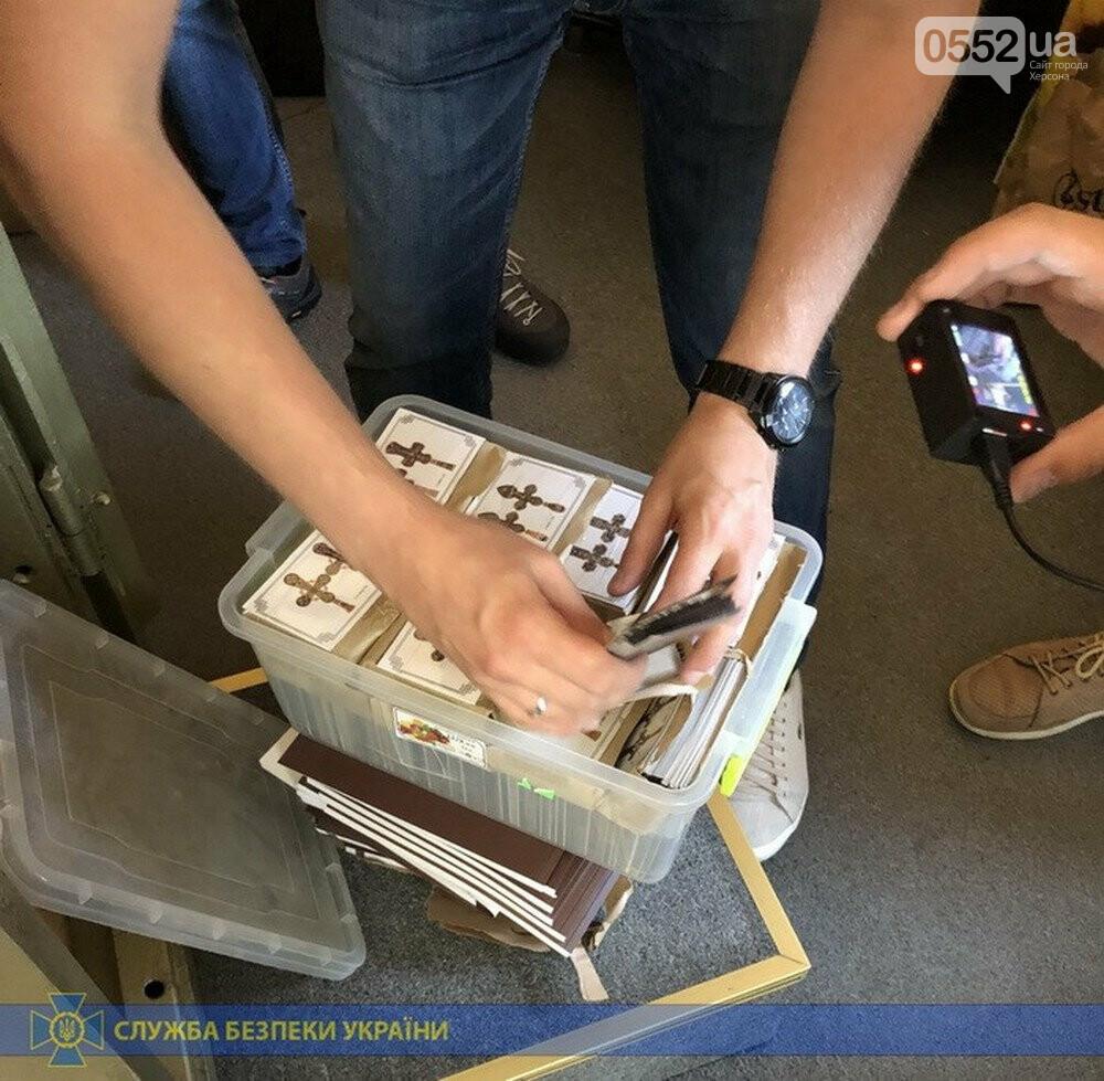 На Херсонщине, рядом с Крымом, задержали «золотых» контрабандистов с ценным грузом, фото-6