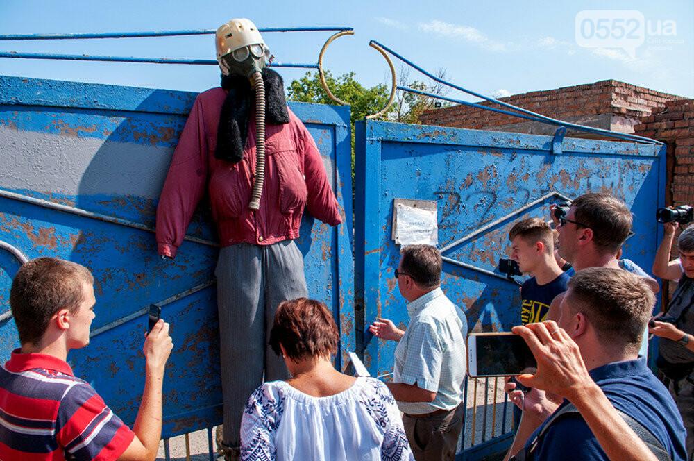 Мэра Херсона и участников акции протеста не пустили на территорию «вонючего завода» (ФОТО), фото-3