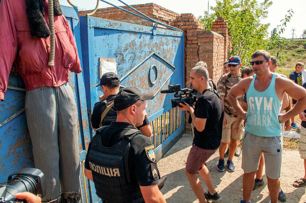 Мэра Херсона и участников акции протеста не пустили на территорию «вонючего завода» (ФОТО), фото-4