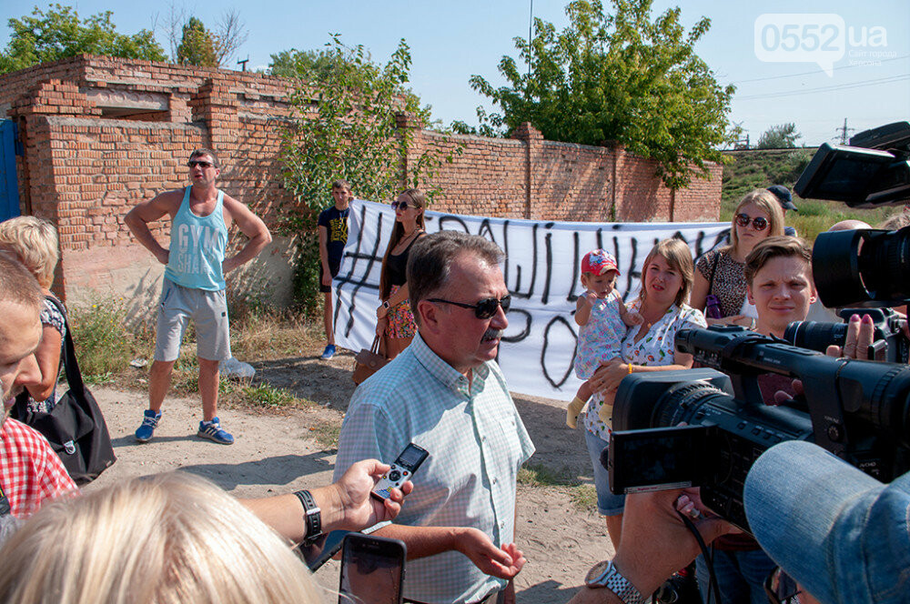 Мэра Херсона и участников акции протеста не пустили на территорию «вонючего завода» (ФОТО), фото-5