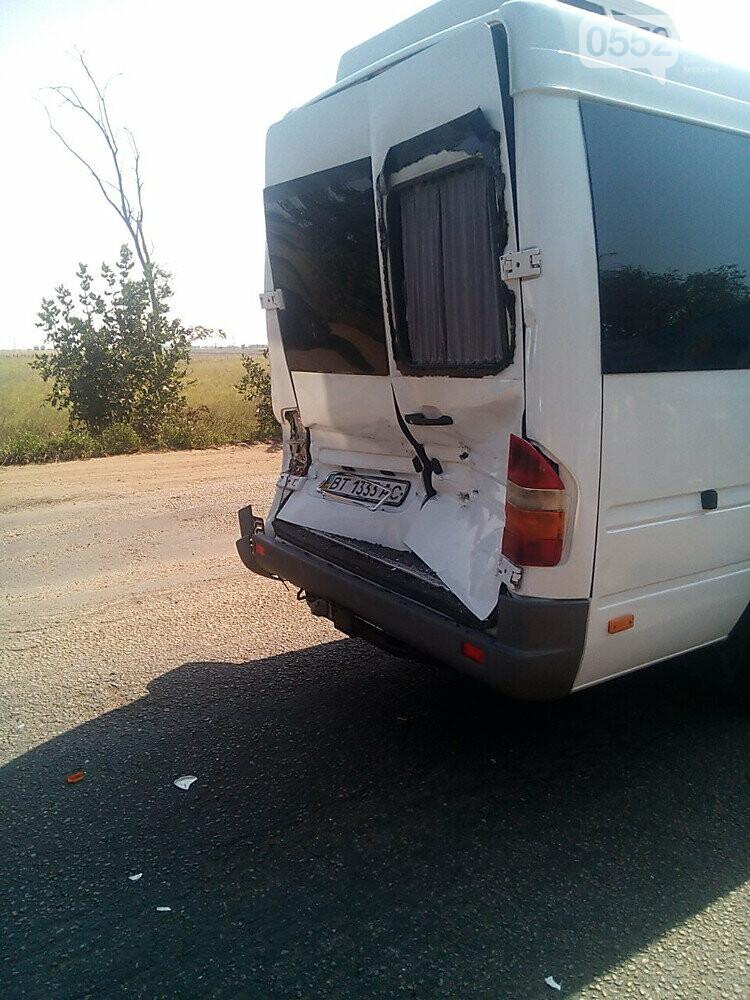 Под Херсоном военный грузовик врезался в «маршрутку»: виновник ДТП говорит, отказали тормоза, фото-1