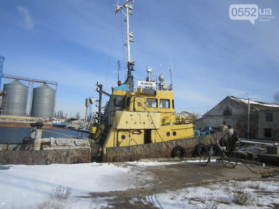 Скадовский порт на Херсонщине продает 40-летний буксир с пробоиной: срочно нужны деньги, фото-1