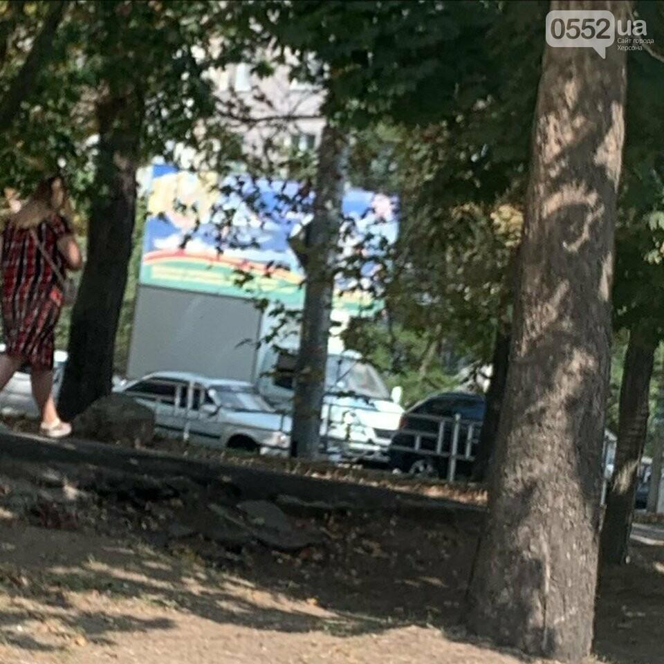 Тройное ДТП в центре Херсона: накануне Дня Независимости город застыл в горячих «пробках», фото-3