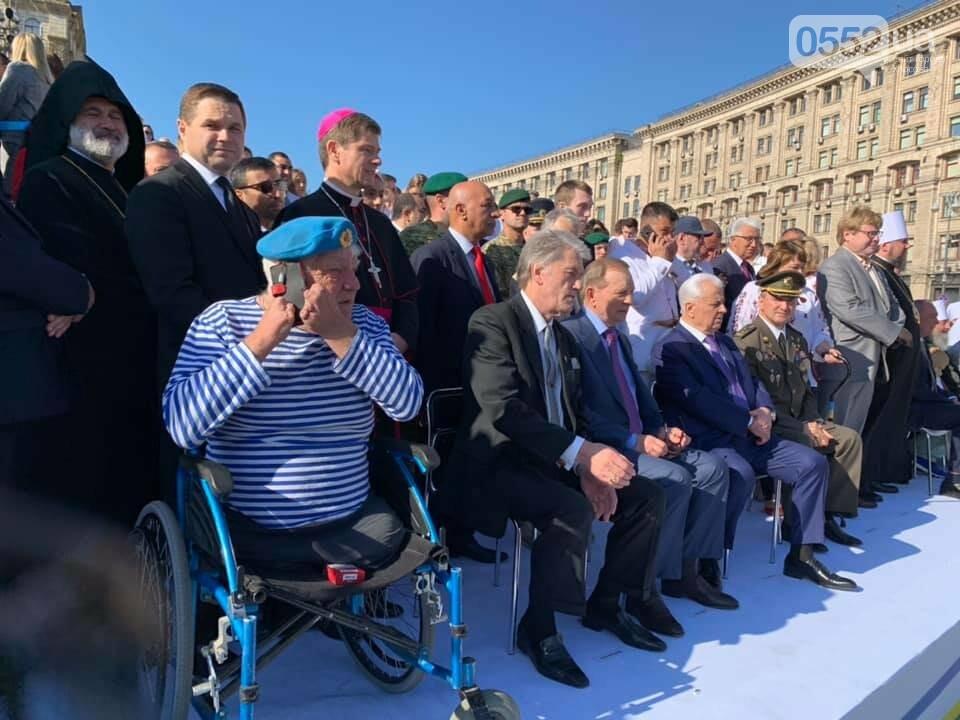 Дядя Гриша из Херсона занял место экс-президента Порошенко в День Независимости в Киеве, фото-1